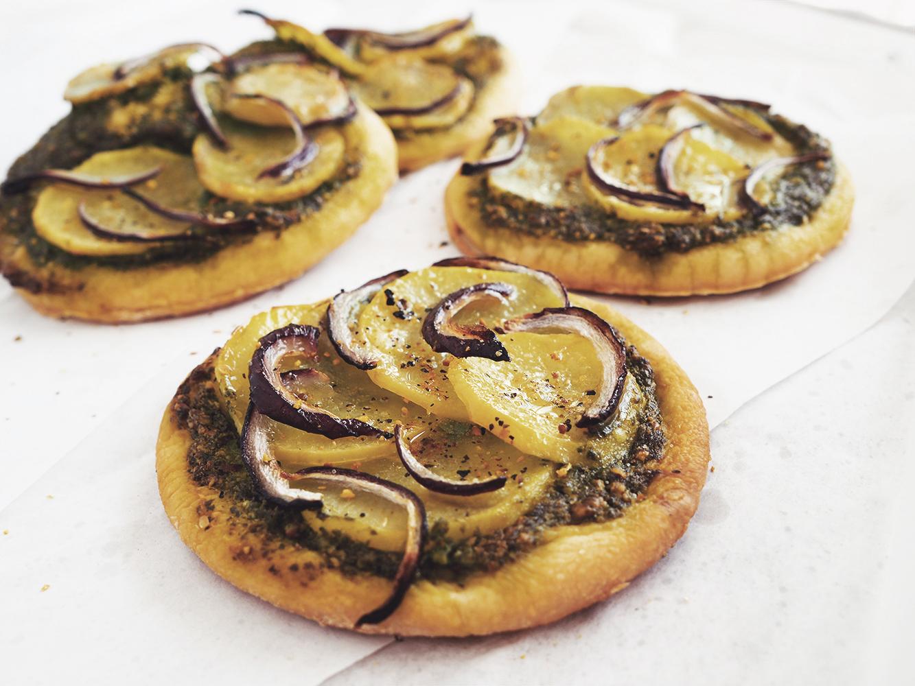 Wegańska pizza zziemniakami ipesto