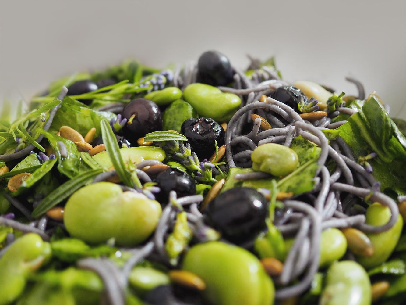 Zielona sałatka z lawendowym winegret – eatmeplease.pl