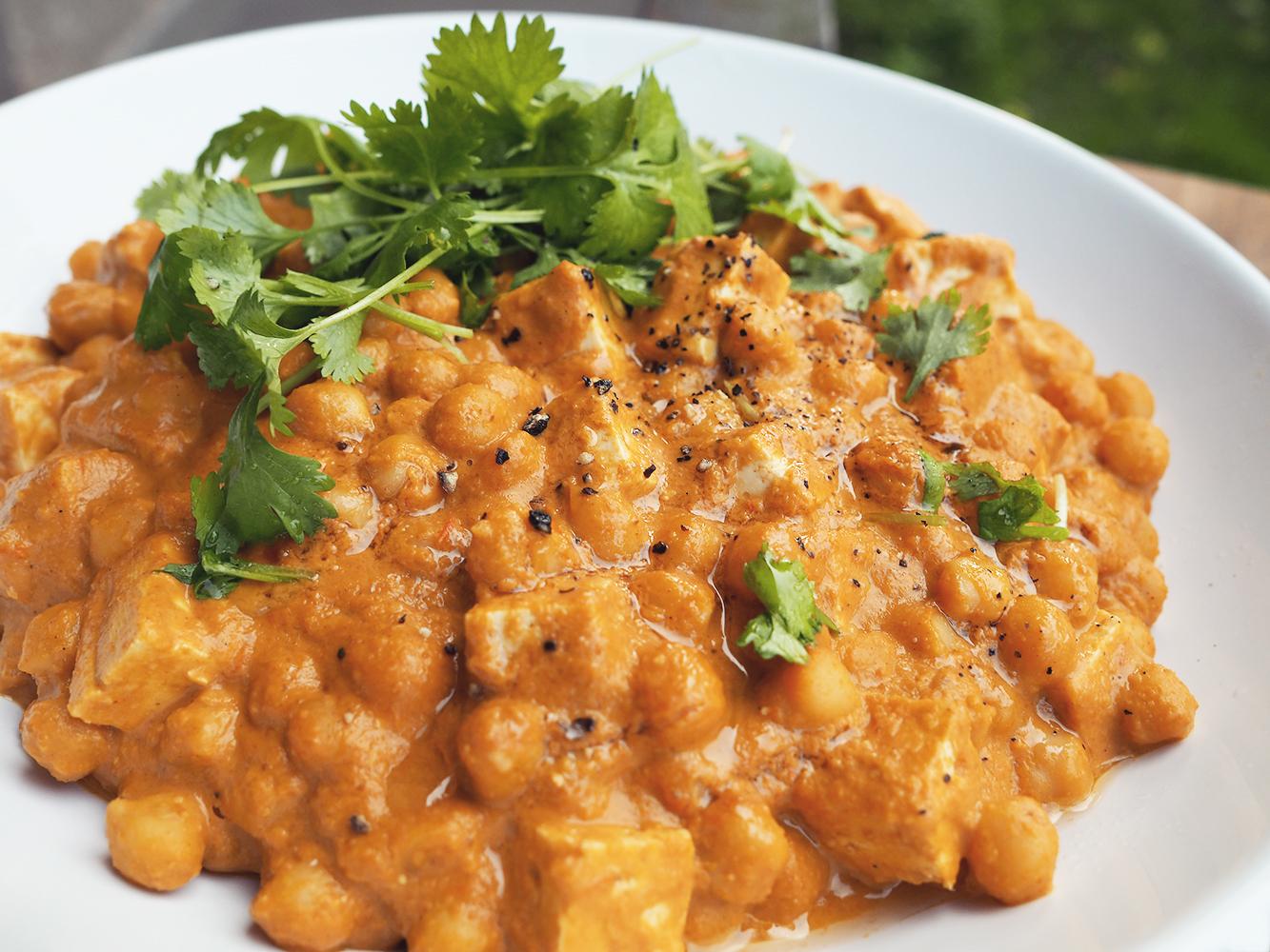 Curry zciecierzycą & masłem orzechowym
