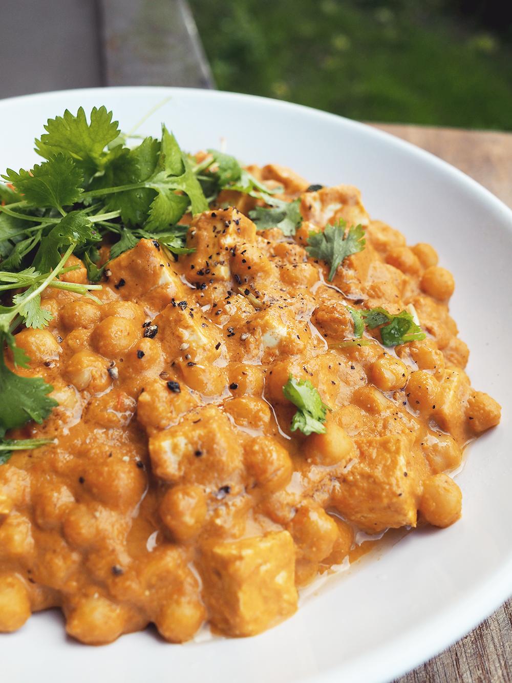Curry zciecierzycą & masłem orzechowym – eatmeplease.pl