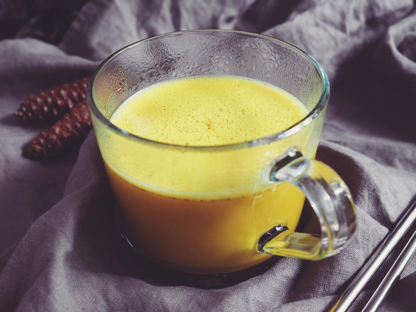 Złote mleko – kurkumowe latte