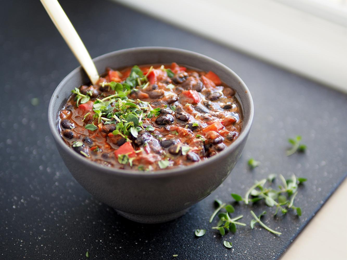 Chilli sin carne z czarnej fasoli – eatmeplease.pl